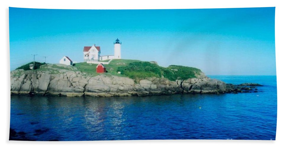 Lighthouse Beach Towel featuring the photograph Island Lighthouse by Jeffery L Bowers