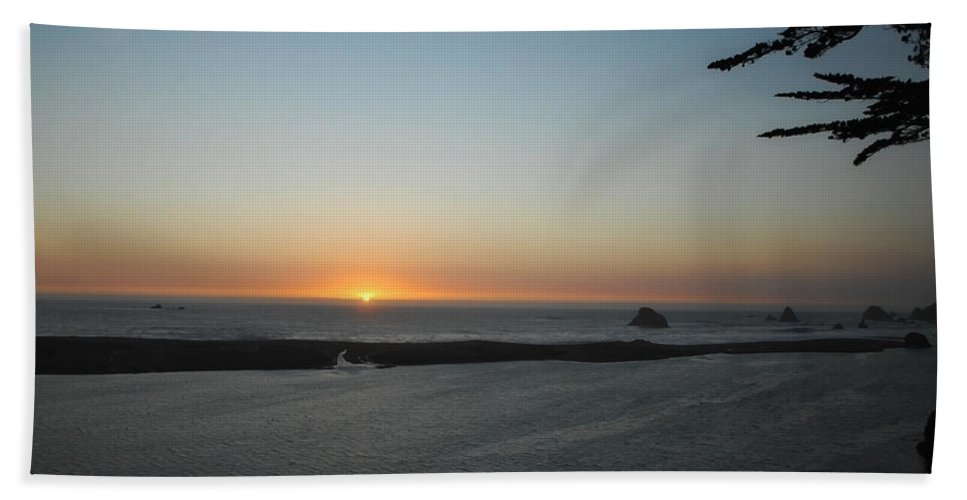 Sunset Beach Towel featuring the photograph It's Hard To Say Goodbye by Donna Blackhall
