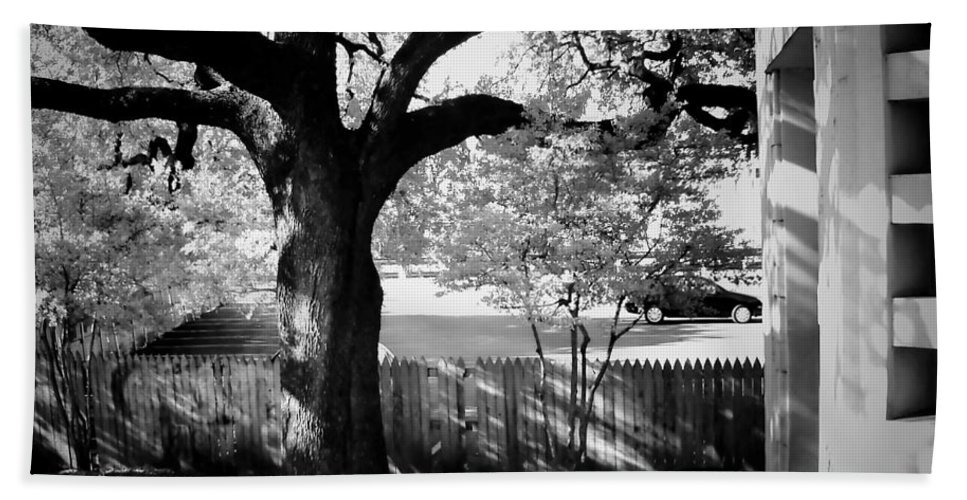 Landscapes Beach Towel featuring the photograph Jfk-the Stockade Fence-dealy Plaza by Robert McCubbin
