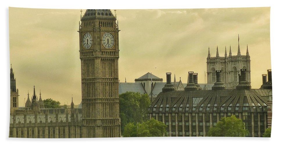 Connie Handscomb Beach Towel featuring the photograph Jolly Olde London Towne by Connie Handscomb