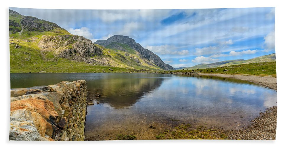 Cwm Idwal Beach Towel featuring the photograph Lake Idwal by Adrian Evans