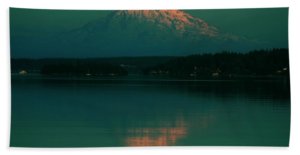 Gig Harbor Beach Towel featuring the photograph Last Light by Benjamin Yeager