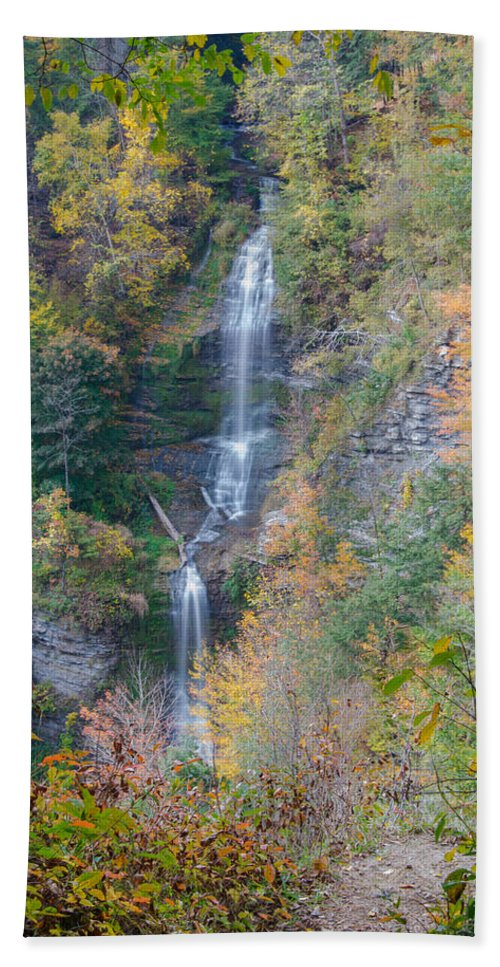 Forest Beach Towel featuring the photograph Letchworth State Park 7d07730 by Guy Whiteley