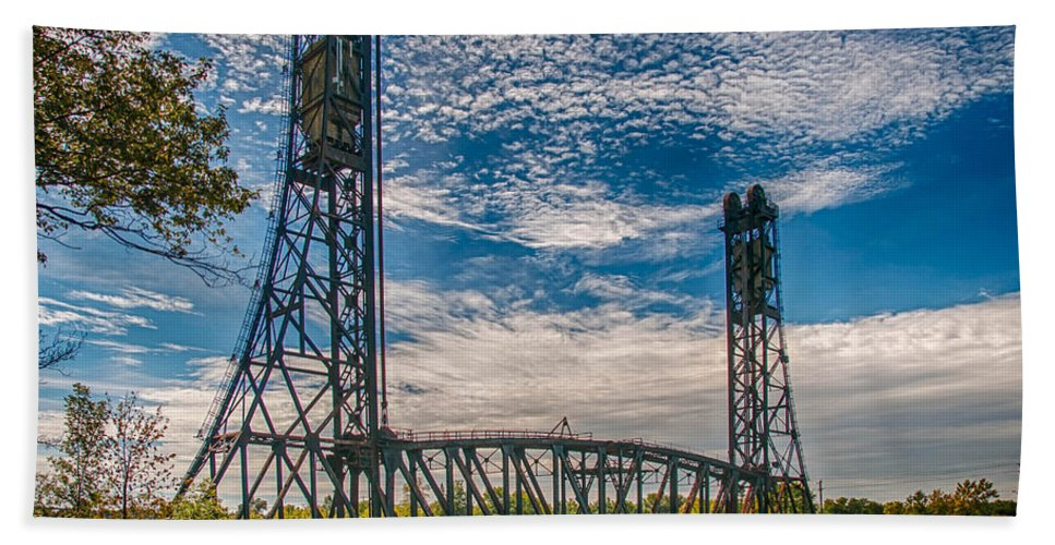 Guy Whiteley Photography Beach Towel featuring the photograph Lift Bridge 3d21789 by Guy Whiteley