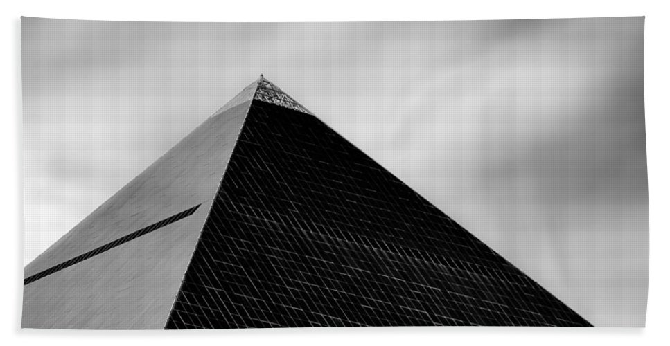 Luxor Hotel Beach Towel featuring the photograph Luxor Pyramid by Dave Bowman