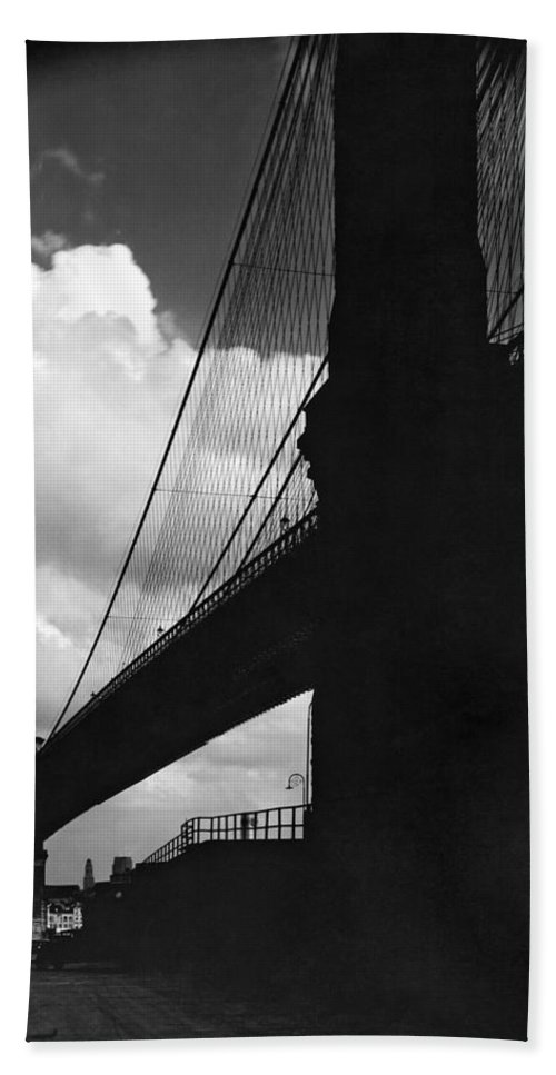 1927 Beach Towel featuring the photograph Manhattan Brooklyn Bridge View by Underwood Archives