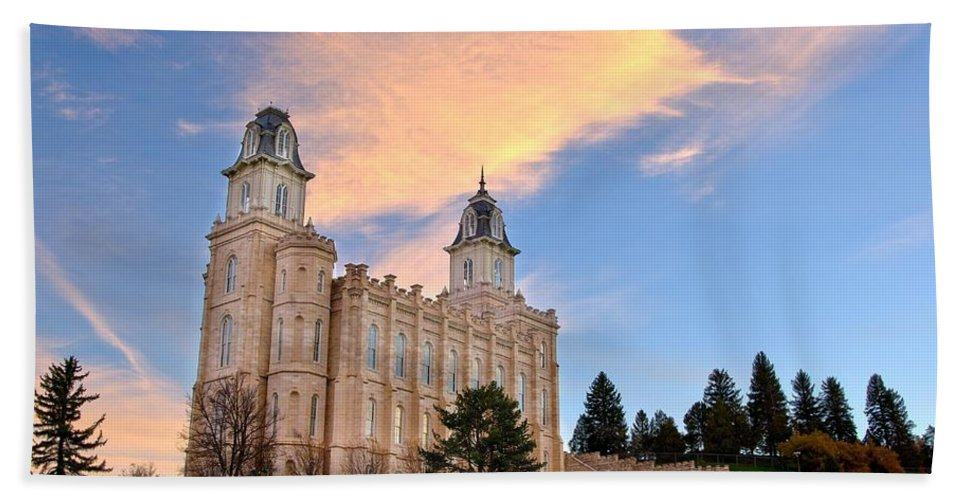 Church Building Beach Towel featuring the photograph Manti Temple Morning by David Andersen
