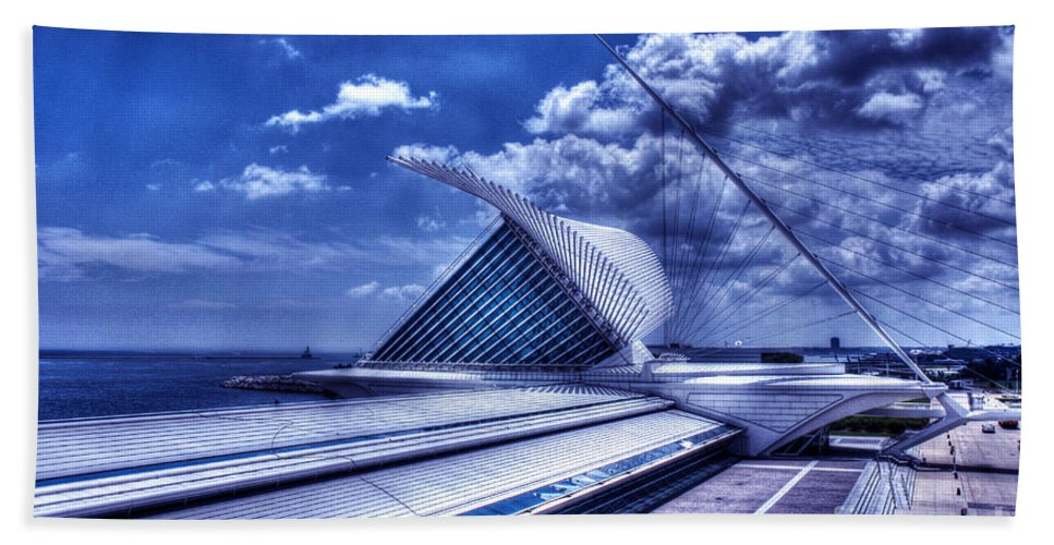 Milwaukee Art Museum Beach Towel featuring the photograph Milwaukee Art Museum 1 by Tommy Anderson