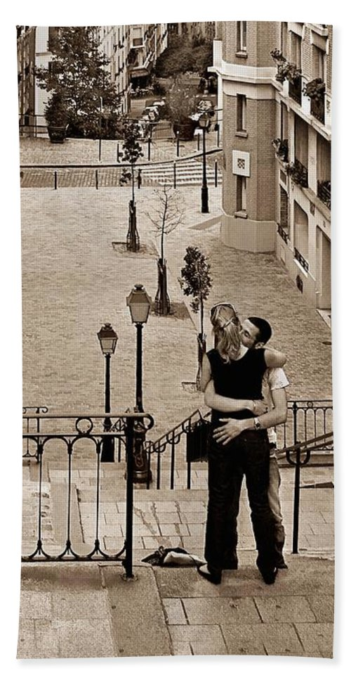 Montmartre Beach Towel featuring the photograph Montmartre Moment by Nikolyn McDonald