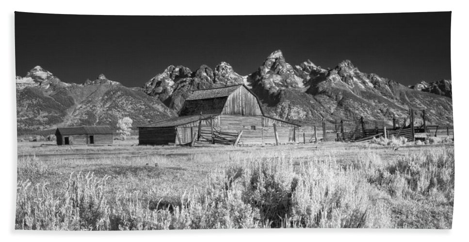 Moulton Barn Beach Towel featuring the photograph Mormon Barn by Claudia Kuhn