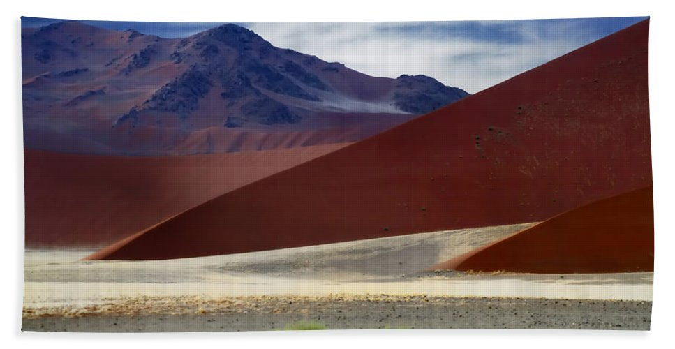 Areyarey Beach Towel featuring the photograph Naukluft Mountains by A Rey