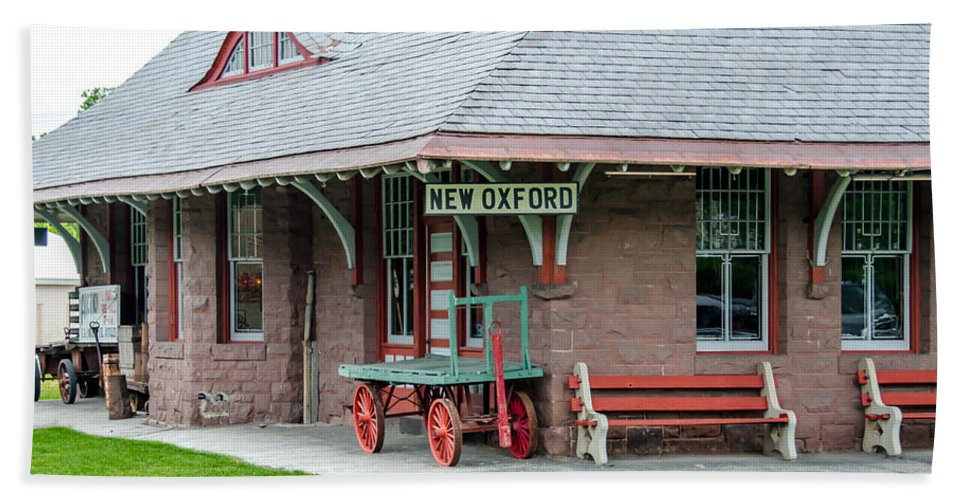 Guy Whiteley Photography Beach Towel featuring the photograph New Oxford Depot 2559 by Guy Whiteley