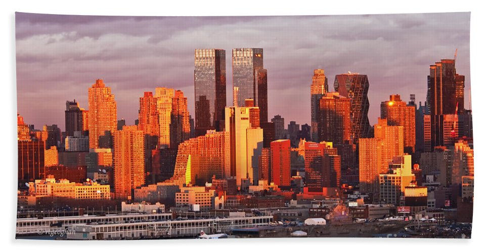Sundown Ny Westside Beach Towel featuring the photograph New York Sundown Sizzle I by Regina Geoghan