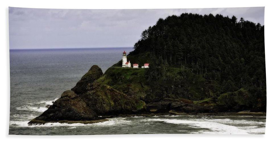 Heceta Head Beach Towel featuring the photograph Ocean Photography by Image Takers Photography LLC - Laura Morgan