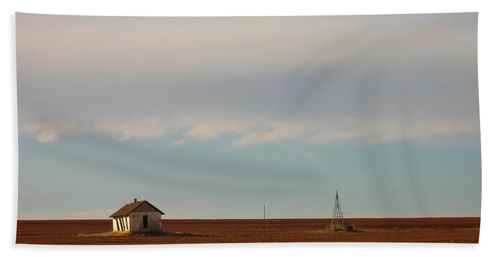 House Beach Towel featuring the photograph Old Shack On The Plains by Susan Porter