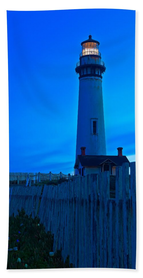 Nature Beach Towel featuring the photograph On Duty by Jonathan Nguyen