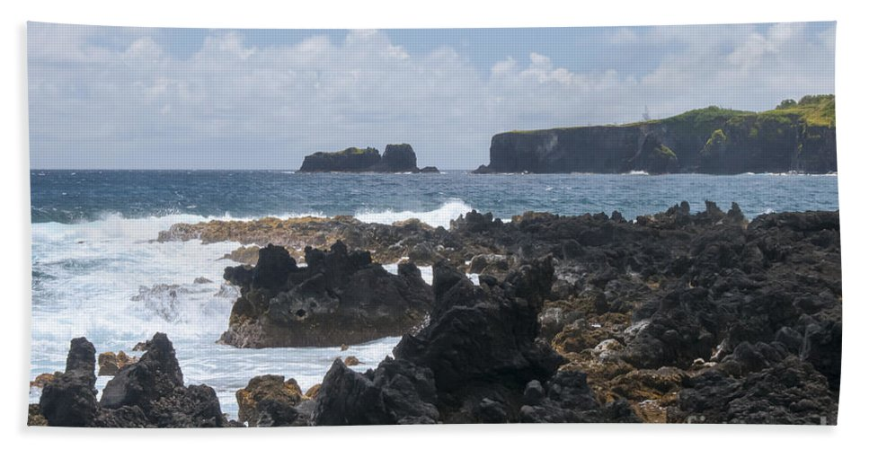 Road To Hana Maui Hawaii Pacific Ocean Oceans Sea Seas Wave Waves Waterscape Waterscapes Rock Rocks Landscape Landscapes Water Beach Towel featuring the photograph Pacific Coast On The Road To Hana by Bob Phillips