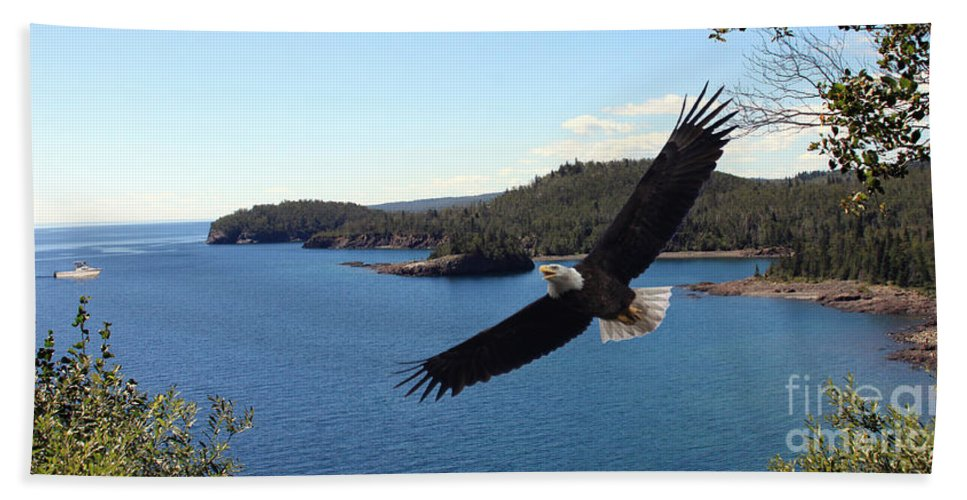Eagle Beach Towel featuring the photograph Peaceful Pleasures by Lori Tordsen