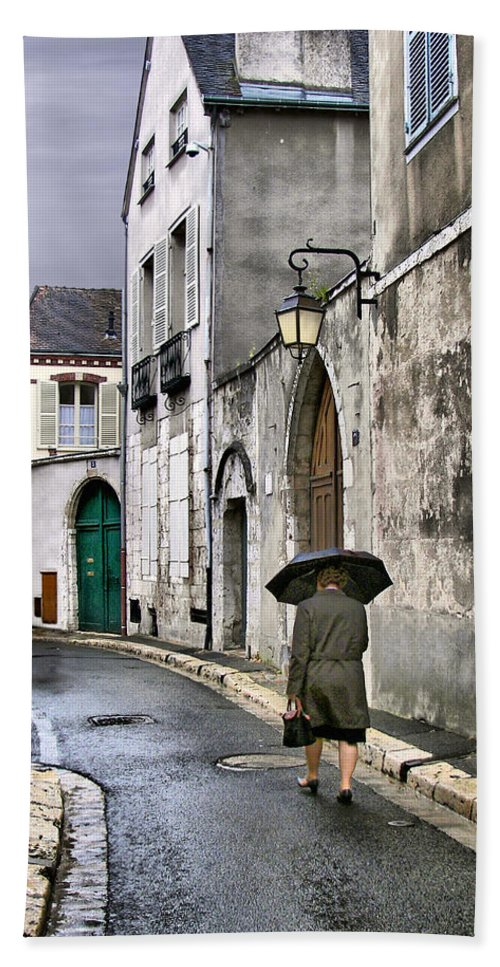 Chartres Beach Towel featuring the photograph Pluie A Chartres - 1 by Nikolyn McDonald