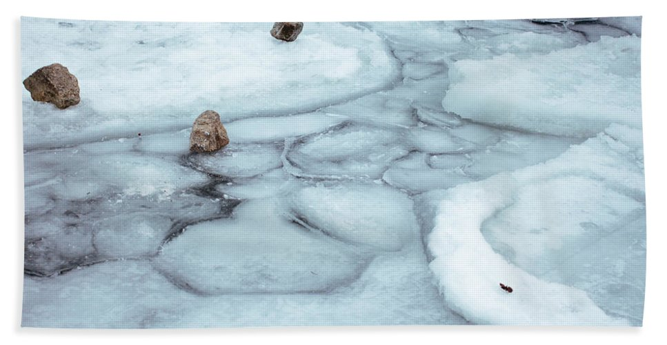 Toronto Beach Towel featuring the photograph Points Of Winter Freeze by Kyra Savolainen