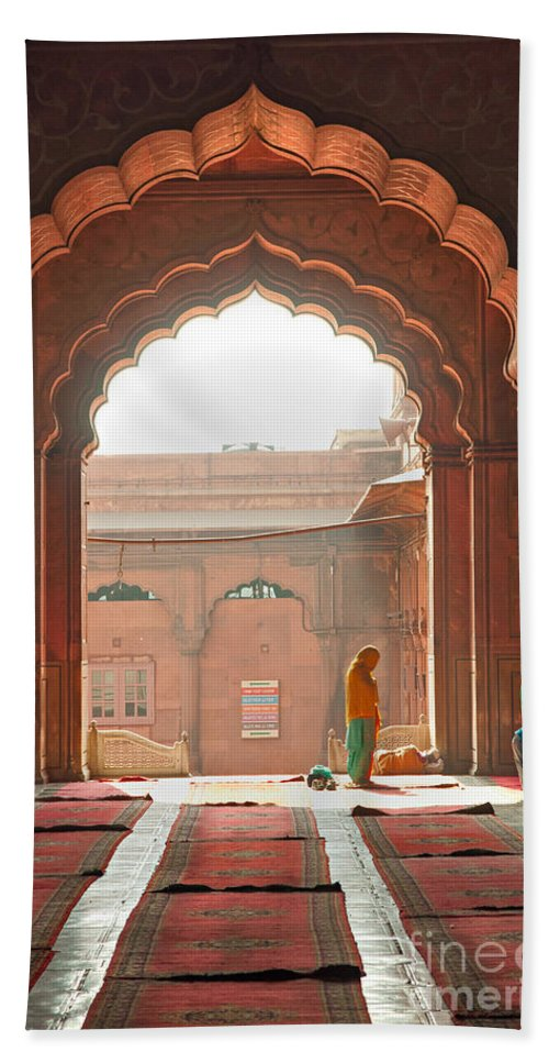 Famous Place Beach Towel featuring the photograph Praying At The Jama Masjid Mosque - Old Delhi by Luciano Mortula