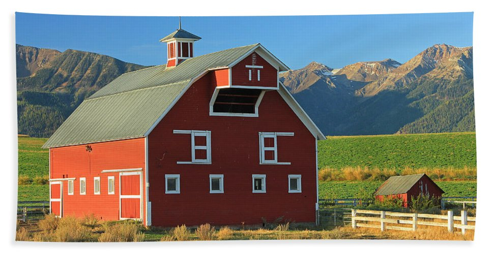 Fall Colors Beach Towel featuring the photograph Dn5939-red Barn In The Wallowas by Ed Cooper Photography