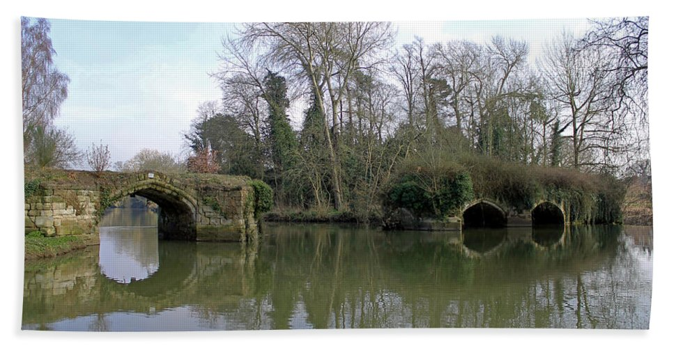 Great Bridge Beach Towel featuring the photograph Remains Of Old Bridge Warwick by Tony Murtagh