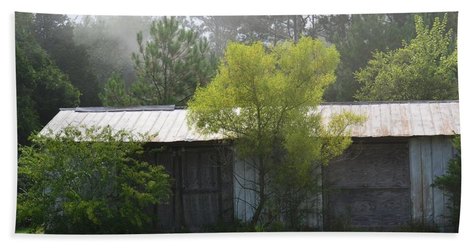 Remnant Of An Old Barn Beach Towel featuring the photograph Remnant Of An Old Barn by Maria Urso
