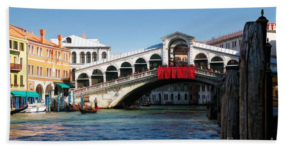 Italy Beach Towel featuring the photograph Rialto Bridge Venice by Timothy Hacker