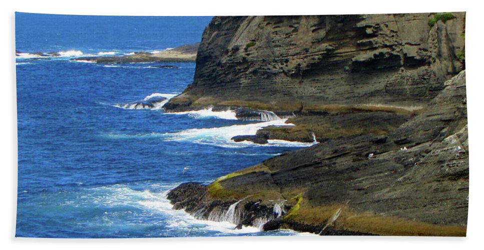 Neah Bay Beach Towel featuring the photograph Rocky Shores by Tikvah's Hope