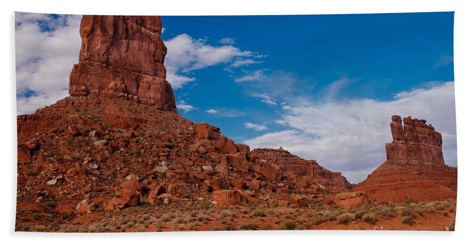 Valley Of The Gods Beach Towel featuring the photograph Rooster Rock by Robert Bales