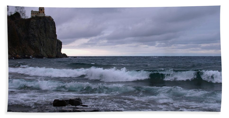 Nature Beach Towel featuring the photograph Rough Surf At Split Rock by James Peterson