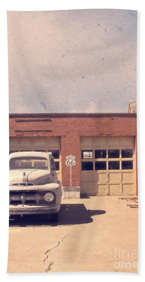 Usa Beach Towel featuring the photograph Route 66 Garage by Edward Fielding