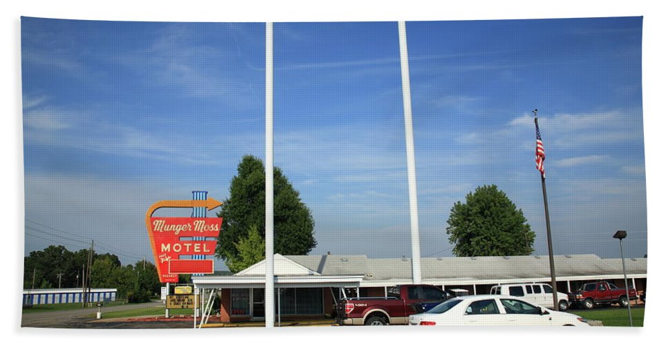 66 Beach Towel featuring the photograph Route 66 - Munger Moss Motel by Frank Romeo