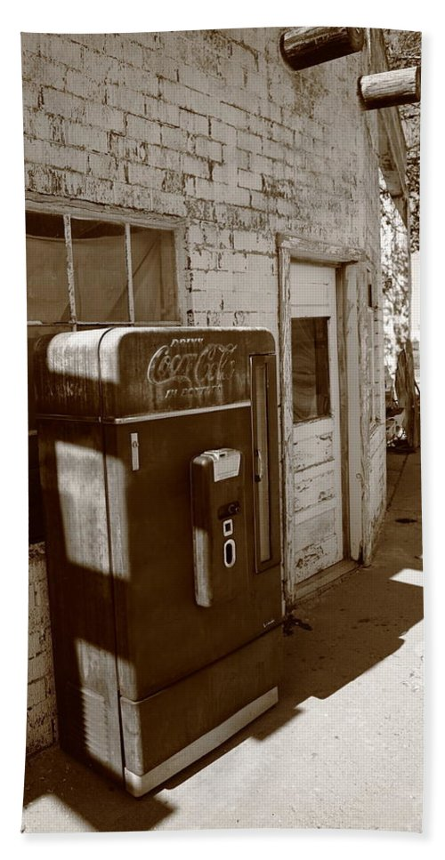 66 Beach Towel featuring the photograph Route 66 - Rusty Coke Machine 2 by Frank Romeo