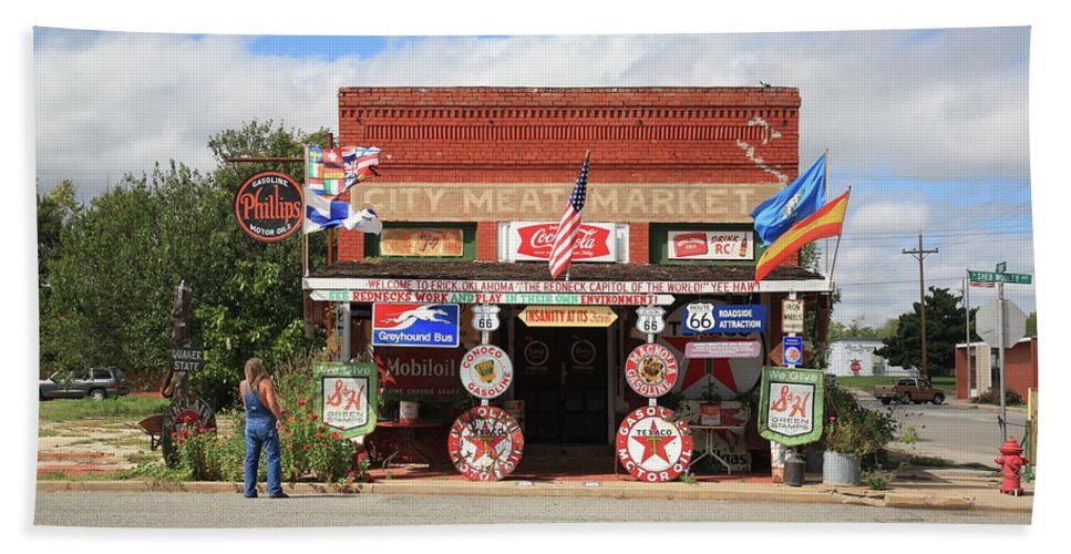66 Beach Towel featuring the photograph Route 66 - Sandhills Curiosity Shop by Frank Romeo