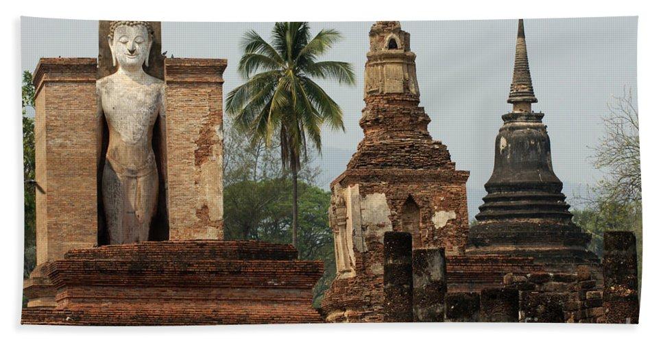 Wat Saphan Hin Beach Towel featuring the photograph Ruins At Sukhotai by Vivian Christopher