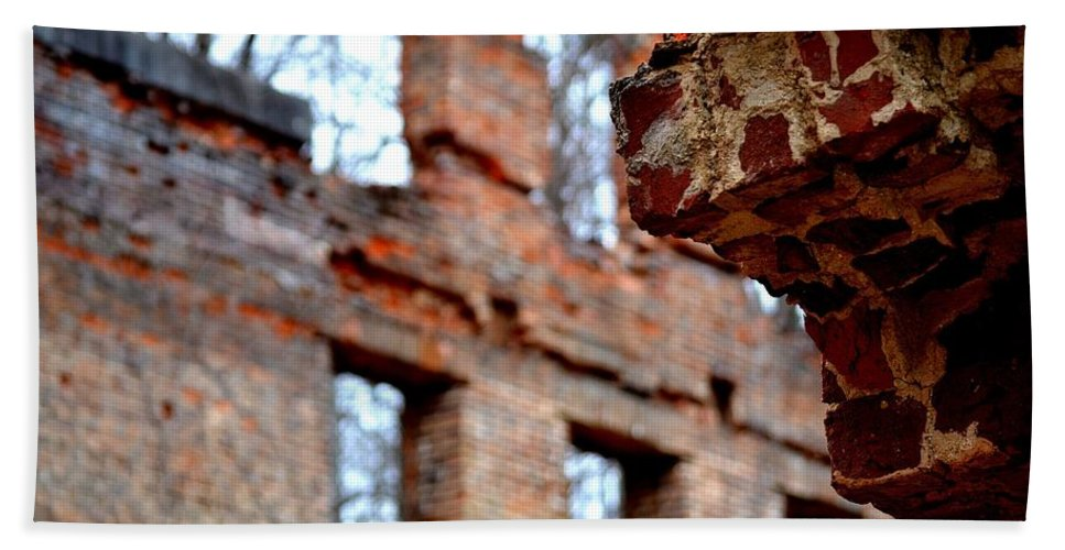 Sweetwater Creek State Park Beach Towel featuring the photograph Ruins Of Sweetwater Manufacturing Company by Tara Potts