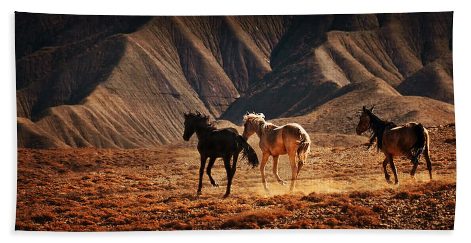 Wild Horses Beach Towel featuring the photograph Running Free by Priscilla Burgers