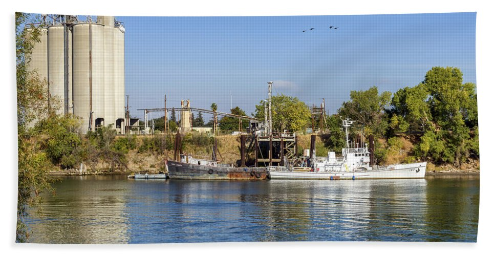 Boats Beach Towel featuring the photograph Sacramento River Scene by Jim Thompson