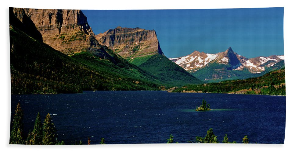Mountains Beach Towel featuring the photograph Saint Mary Lake And Wild Goose Island by Ed Riche