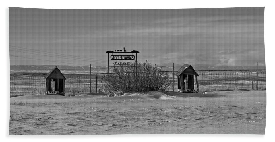 Black And White Beach Towel featuring the photograph Savageton Cemetery Wyoming by Cathy Anderson