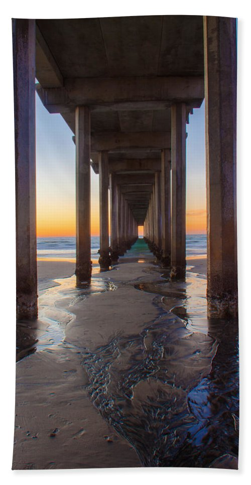Pier Beach Sheet featuring the photograph Scripps Pier #1 by Lauri Novak
