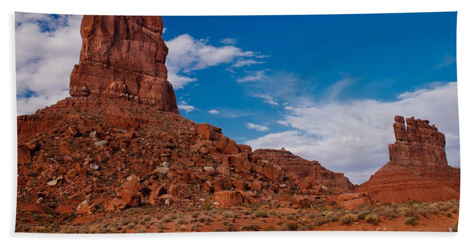 Valley Of The Gods Beach Towel featuring the photograph Setting Hen Butte by Robert Bales