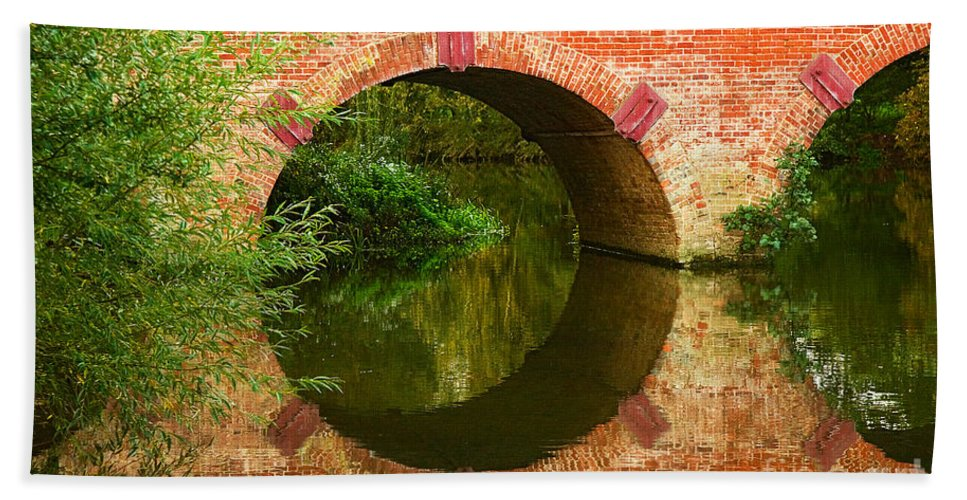 Travel Beach Towel featuring the photograph Sonning Bridge On The River Thames by Louise Heusinkveld