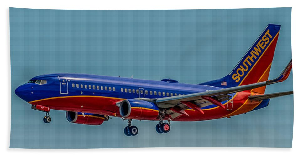 Plane Beach Towel featuring the photograph Southwest 737 Landing by Paul Freidlund