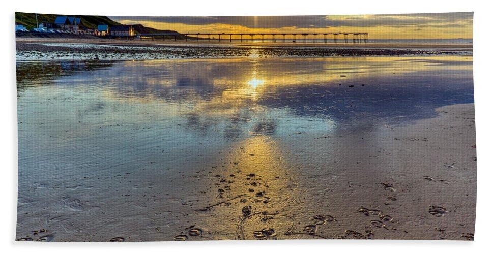 Sunset Beach Towel featuring the photograph Sun Ray Sunset Saltburn by Gary Eason