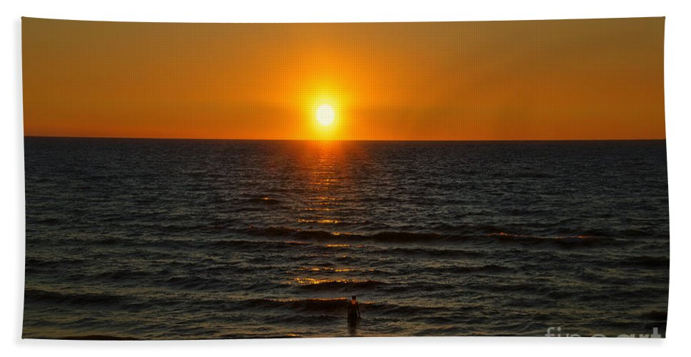 Lake Michigan Beach Towel featuring the photograph Sundown Admiration by Thomas Woolworth