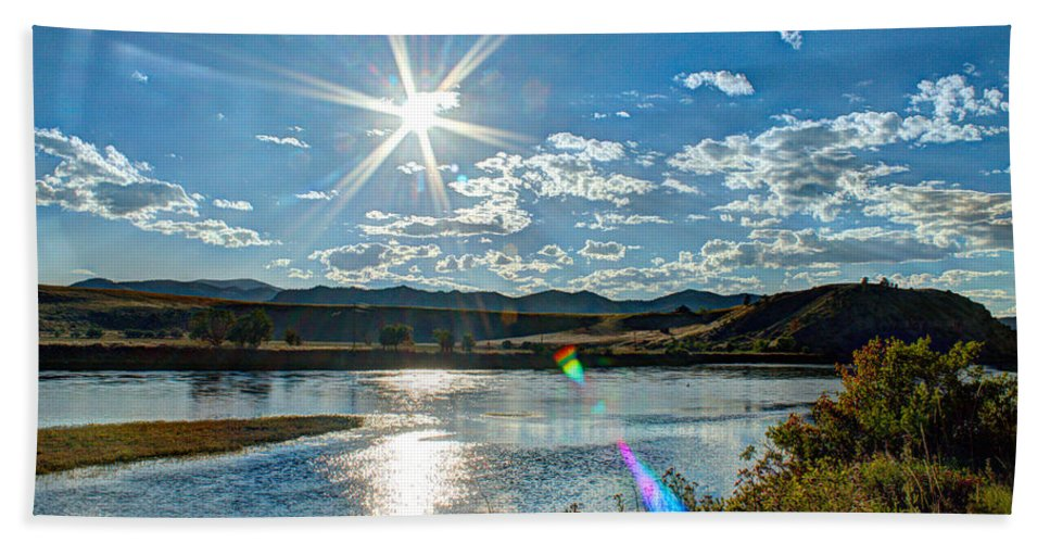 Landscape Beach Towel featuring the photograph Sunshine On The Missouri by John Lee