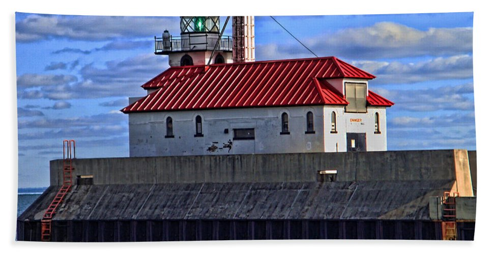 Superior Beach Towel featuring the photograph Superior And Duluth Harbor Lighthouse by Tommy Anderson